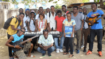 [PRESS RELEASE] FRANK TURNER & THE JOE STRUMMER FOUNDATION TO VISIT MUSIC PROJECT IN WEST AFRICA